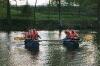 En simple tømmerflåde på en lille sø